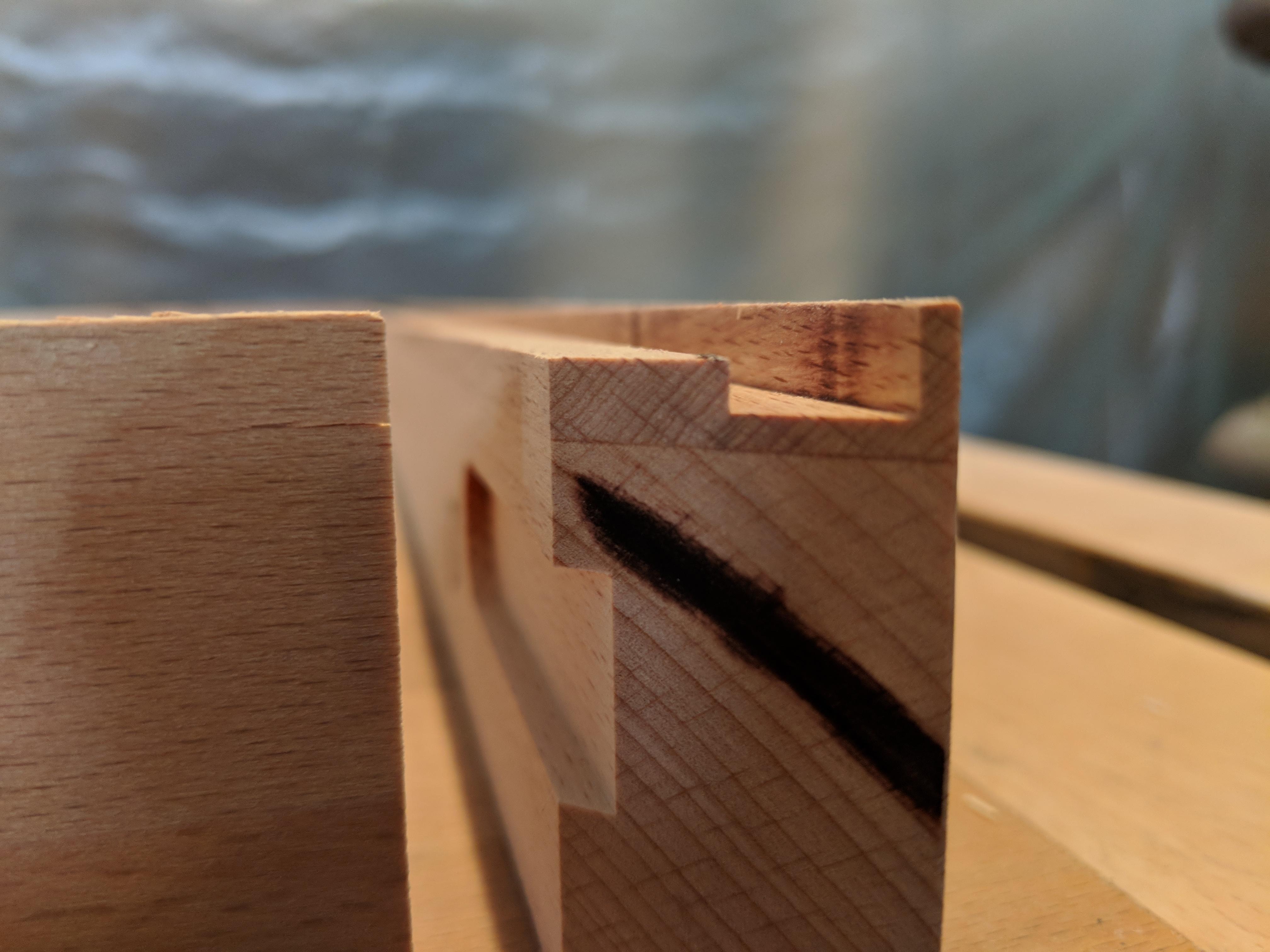 Fräsung für Silikonfuge/Milling groove for silicone joint